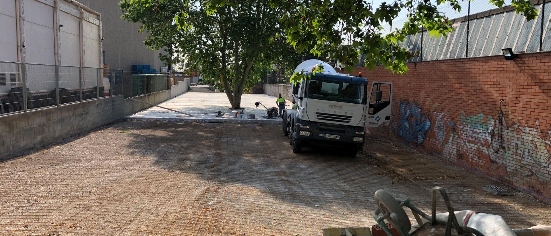PARKING VEHÍCULOS BIGMAT. MATERIALES CONSTRUCCIÓN SAN BOI